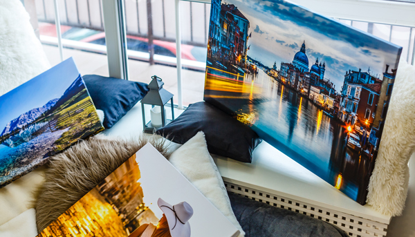 Aktion Interior Design - Canvas Bilder auf Holzrahmen auf Fellkissen